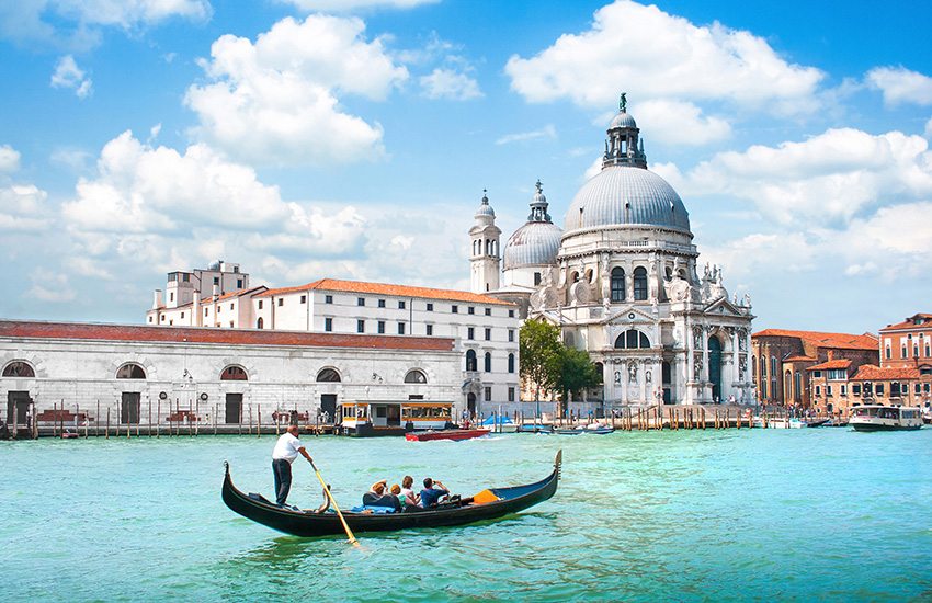 Travel through Venice in a motorhome