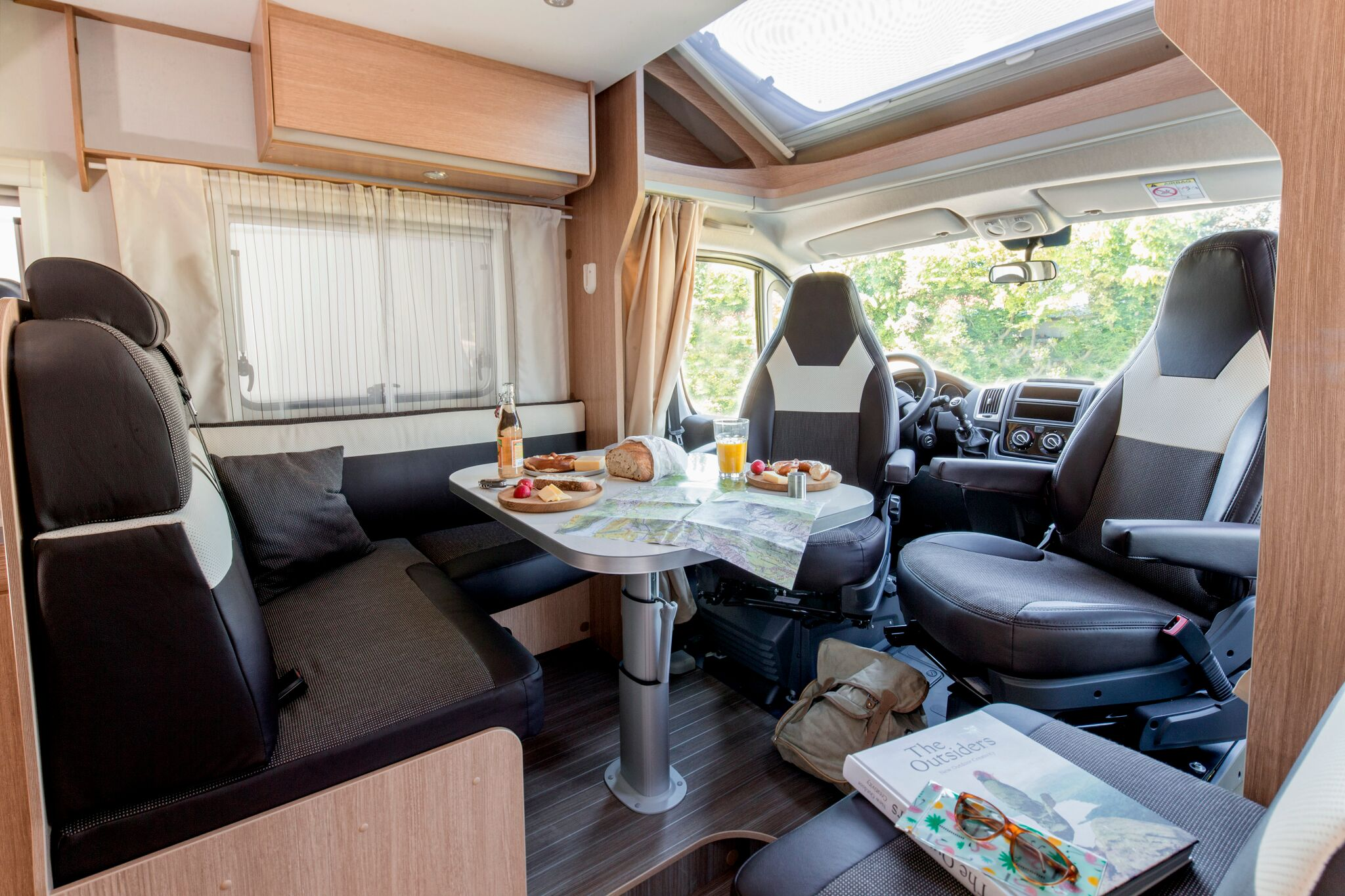 Living area in T68 Dethleff Sunlight motorhome