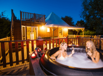 Hot tub, La Guyonnieve Campsite