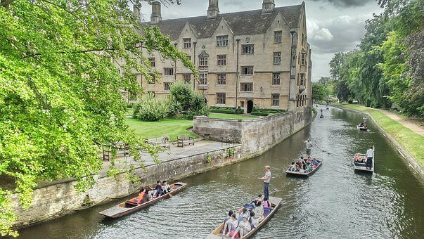 Tour Oxford and Cambridge by Motorhome